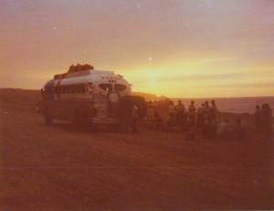 Sonnenuntergang während Buspanne in der Wüste von Peru
